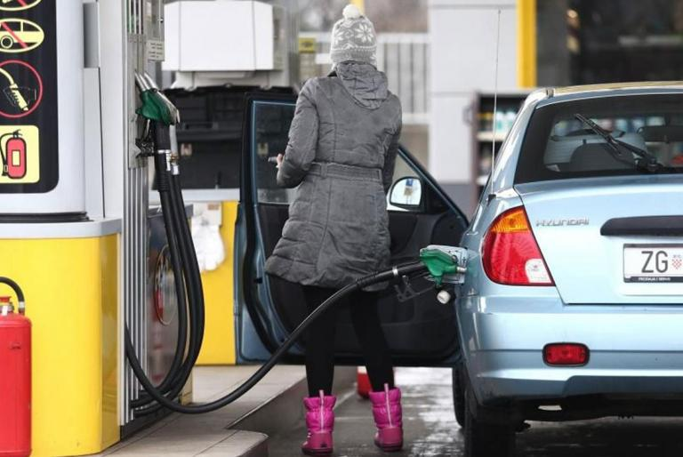 djevojka gorivo