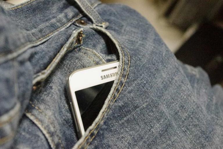 mobitel u džepu