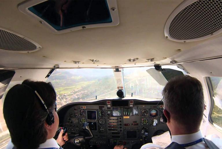 voziti avion